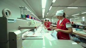 工业刺绣机器绣的帽子 影视素材