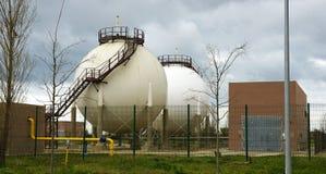工业化学制品储蓄在一个工业区 库存照片