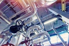 工业区、钢管道、阀门和泵浦 库存照片