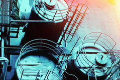 工业区、钢管道和缆绳在蓝色口气 免版税库存照片
