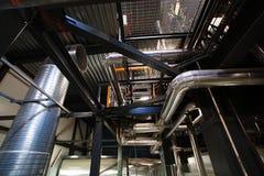 工业区、钢管道和设备 库存照片