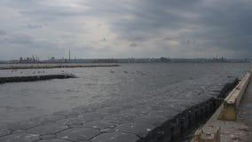 工业城市看法横跨水的从浮船坞 影视素材