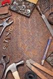 工业工作凳用工具加工背景 免版税库存照片