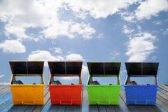 工业废料容器(大型垃圾桶)市政废物或industria的 图库摄影