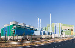 工业废料焚秽炉在一个工业园法兰克福赫希斯特 库存图片