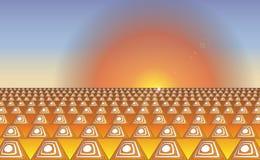 工业抽象背景橙色白色安全路锥体 日出在一条路的交通锥体交通改变方向或警告的 免版税库存照片