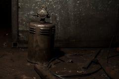 工业机械的老和生锈的重金属的零件 免版税库存照片