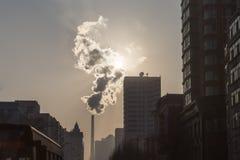 工业污染在哈尔滨,在中国北部 免版税库存照片