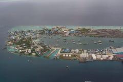 工业海岛的Arial视图在印度洋 库存图片