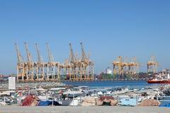 工业港口在Khor Fakkan 免版税图库摄影