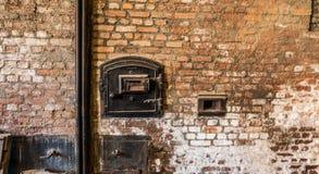 工业烟囱正面图在一个老砖墙上的 免版税库存照片