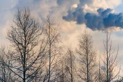 工业烟每天毒害自然 库存照片