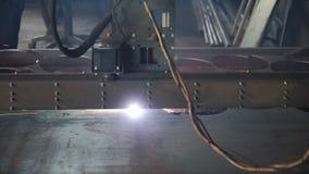 工业等离子机床切削金属片 夹子 切口板材等离子cnc mc 切割工行业激光 影视素材