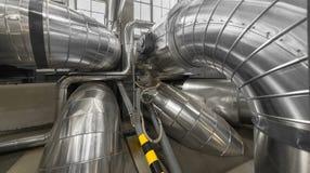 工业管子在一个热电厂 库存图片