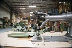 工业缝纫机在工厂 免版税库存照片