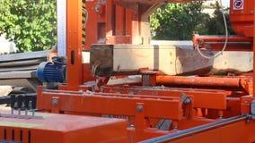 工业自动化的机床切削木头日志 股票视频