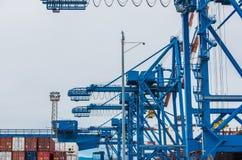 工业起重机,热那亚,意大利 免版税库存照片