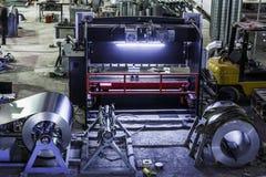 工业车间或飞机棚通风系统的生产的 金属工艺工厂 库存照片