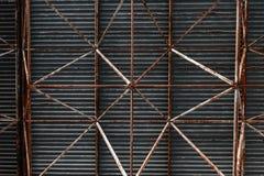 工业钢屋顶大厦的bacground 库存照片