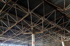 工业钢屋顶大厦的bacground 图库摄影