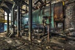 工业锅炉在一家遗弃工厂 免版税库存照片