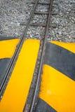 工业镶边路或步警告铁路 免版税图库摄影