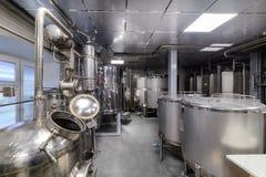工业食物设备,酒精工业蒸馏器  免版税库存照片