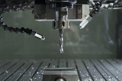 工业cnc磨房自动化的金属处理机 免版税库存图片