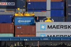 工人在集装箱码头奈梅亨 免版税库存照片