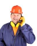 工人谈话在电话。 免版税库存图片