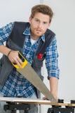 工作与的画象木匠在建造场所看见了 库存照片