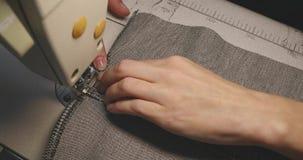 工作为一台缝纫机的女孩裁缝 影视素材