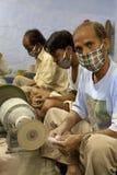 工作为塔拉,一个公平交易组织基地的被掩没的工匠 免版税库存图片
