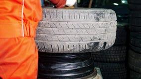 工作修理的轮胎-机械车间 股票录像