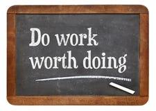 工作做黑板标志的woth 免版税库存图片