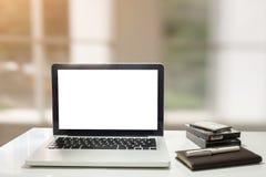 工作单位与笔记本或膝上型计算机的 图库摄影