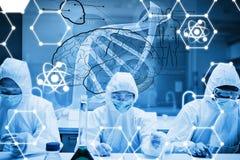 工作在与显示脱氧核糖核酸的未来派接口的防护套服的化学家的综合图象 皇族释放例证
