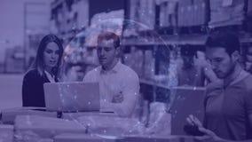 工作在仓库里的仓库结构的人结合与动画连接 股票录像