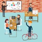 工作在共同工作的空间infographics元素的人们 不适 免版税图库摄影