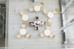 工作在办公室军用餐具的大角度观点的女实业家 免版税库存图片