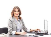 工作在办公室的一名新女实业家 免版税库存照片