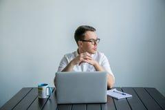 工作在办公室的人 免版税库存图片