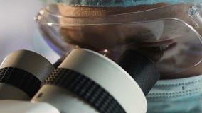 工作在实验室,科学研究,面孔特写镜头的山东医学院学生 影视素材