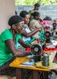 工作在捐赠的缝纫机在农村海地 免版税库存图片