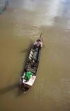 工作在河的渔夫家庭 免版税库存照片