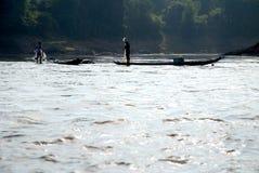 工作在湄公河的钓鱼者 库存照片