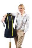 工作在礼服的妇女裁缝 免版税库存图片