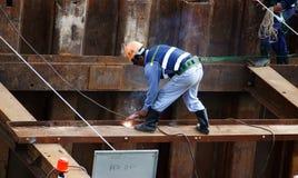 工作在站点的越南建筑工人 免版税图库摄影