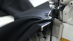 工作在缝纫机的裁缝 股票视频