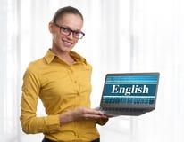 工作在膝上型计算机的女孩。教育中心。 免版税库存图片